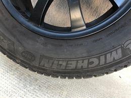 Gomme invernali Michelin 235/665 R17 con cerchi in lega