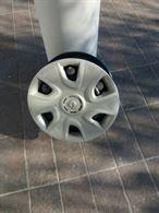 Cerchi da 15 con copri cerchio Renault