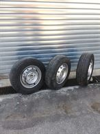 N. 3 cerchi in ottime condizioni e pneumatici